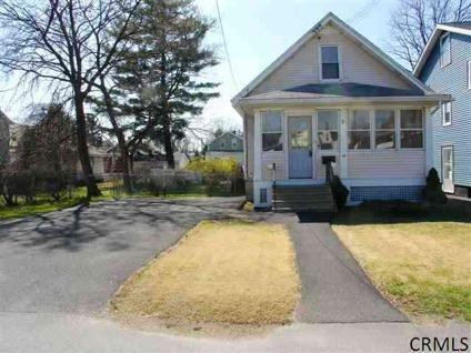 $154,900 Single Family, Bungalow - Albany, NY