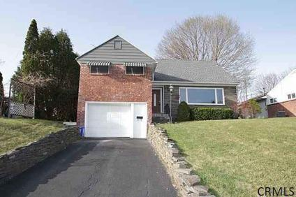 $189,900 Single Family, Split Level - Albany, NY