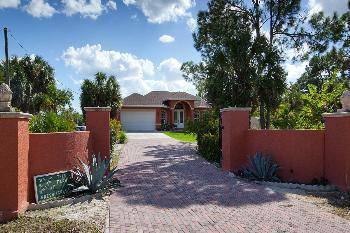 $565,000 Naples 3BA, Beautiful custom built 2009 4 Bedroom home on