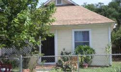 cute craftsman. Needs TLC...great investor opportunity!cash onlyLarry and Rosemary Utesch is showing this 3 bedrooms / 1 bathroom property in Riverside. Call (951) 313-2823 to arrange a viewing.
