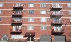 Incredible 1 beds, one bathrooms condominium with great features. Helen Oliveri is showing this 1 bedrooms / 1 bathroom property in Chicago, IL. Listing originally posted at http