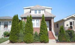 Three bedrooms, 3 bathrooms multi-family home. Unit one features living room w/ hardwood floors, bedroom in neutral color and jetted bathtub. Helen Oliveri is showing this 3 bedrooms / 3 bathroom property in Chicago, IL.Listing originally posted at http