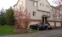 """IMMACULATE TOWNHOME IN GREAT LOCATION. NEWER PERGO FLOORS AND CARPET THROUGHOUT. BUILT YR 2000 SO ALL IS NEWER*FRESH PAINT IN GREAT COLORS*LOTS OF UPGRADES INC. 42"""" KIT CABINET,BREAKFAST BAR, SOAK TUB IN MASTER W/SEP SHOWER,CROWN MOLDING IN BR, BIG"""