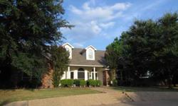 Very nice four beds, 3 bathrooms brick home in lorena.