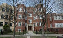 1244 West Albion is a FANTASTIC gut rehab (2007), with gated parking included. It offers all the modern amenities in a stately vintage building. It is located in the most desirable South East corner of Rogers Park. This extra large, top floor unit has an