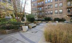 6TH FLOOR PENTHOUSE CORNER UNIT WITH FANTASTIC VIEW! 15' BALCONY FACING COURTYARD! SOUTH AND WEST VIEWS! 2 BEDROOM/1.5 BATH! HARDWOOD FLOORS! WASHER/DRYER IN UNIT! GOURMET KITCHEN W/GRANITE, STAINLESS STEEL APPLIANCES & 9' ISLAND! CARPET IN BOTH BEDROOMS