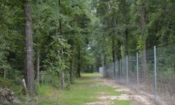 Affordable LA deer hunting property with hardwood timber. 538+/- acre high fence with new lodge. Located in the agricultural delta of northern Caldwell Parish, north of Columbia, LA, this is the perfect set up for an individual or corporate retreat.