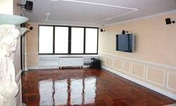 WebID 42810 Come celebrate life in this grand residence in Upper East Side. This one of a kind home is drenched with natural light and has sweeping views of the city from every room. Use the chef?s kitchen with granite counter tops, marble floor, custom