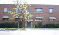 Great 2 beds, one baths condominium unit at a great value. Helen Oliveri is showing this 2 bedrooms / 1 bathroom property in Chicago, IL. Listing originally posted at http