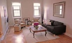 First time on the market this is a must see! Extraordinary Brooklyn Heights top floor prewar apartment in impeccable condition with an open layout. Sun drenched rooms with 9 1/2 ft ceilings create a delightful living space that features a generous foyer,