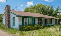 Vacant! two acres, three beds, two living areas. Gas appliances. Breezeway to garage for two cars on side. Eat-in island kitchen.Terri Christian is showing this 3 bedrooms / 1 bathroom property in Rhome. Call (817) 269-1660 to arrange a viewing.