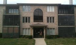 BEAUTIFUL 2ND FLOOR UNIT SENOIR CITIZEN (55 YR OR OLDER) BUILDING/COMPLEX. CARPETED SCREENED IN PATIO WITH STORAGE CLOSET. BEAUTIFUL OAK CABINETS IN EAT IN KITCHEN (PANTRY CABINET INCLUDED) NEW LAMINATE FLOORING & ALL APPLIANCES. MASTER BEDROOM SUITE WITH